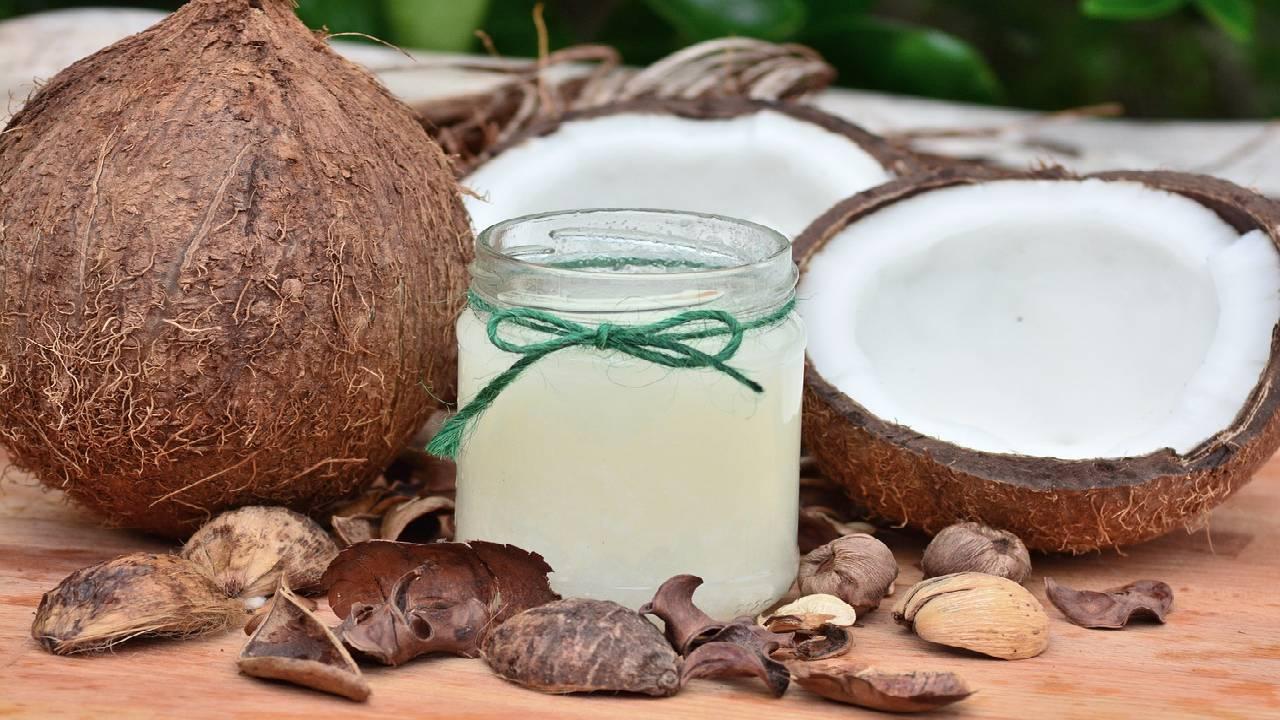 Coconut oil accelerates hair growth